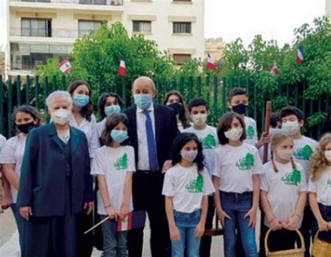 لودريان في زيارة لإحدى المدارس الفرنسية في بيروت أمس